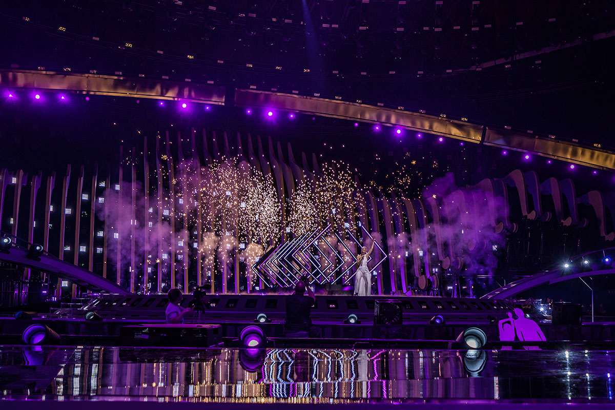 Light-Initiative-sparkles-for-SuRie-at-Eurovision-2018-2
